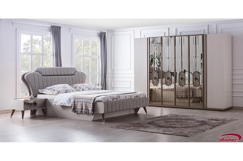 Laura Yatak Odası